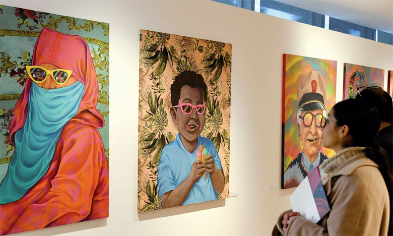 L'espace de la Galerie Banque Populaire a accueilli plusieurs de ses portraits grand format où l'artiste Rebel Spirit s'est ingénié à offrir un univers magique plein de couleurs et de vivacité.