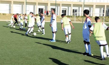 30 jeunes à besoin spécifiques font leurs premiers pas dans le football à l'école du FUS