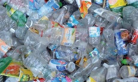 Quelque 5.000 milliards de morceaux de plastique pesant plus de 250.000 tonnes flottent à la surface, la matière finit par se dégrader en microparticules qui coulent au fond des mers.  Ph. DR