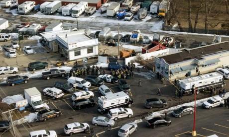 Fusillade près de Chicago , au moins cinq morts