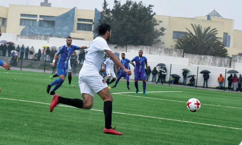 Le Fath Nador, vainqueur du Stade Marocain (1-0) lors du choc de la journée, se hisse en troisième position.