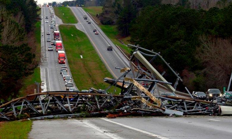La tornade a parcouru plusieurs kilomètres et provoqué des destructions catastrophiques sur une bande d'environ 400 mètres tout le long de sa trajectoire. Des enfants figurent parmi les victimes. Ph : DR