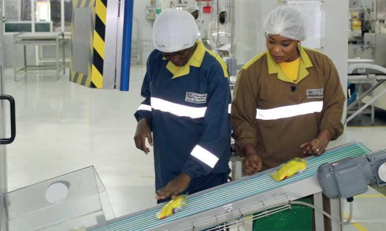 Ibukun Ipinmoye, qui dirige la première ligne de production 100% féminine de l'usine de Flowergate de Nestlé au Nigeria, a observé une augmentation de la productivité.