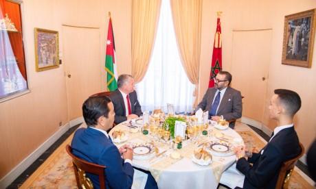 S.M. le Roi Mohammed VI offre un déjeuner en l'honneur du Souverain du Royaume hachémite de Jordanie