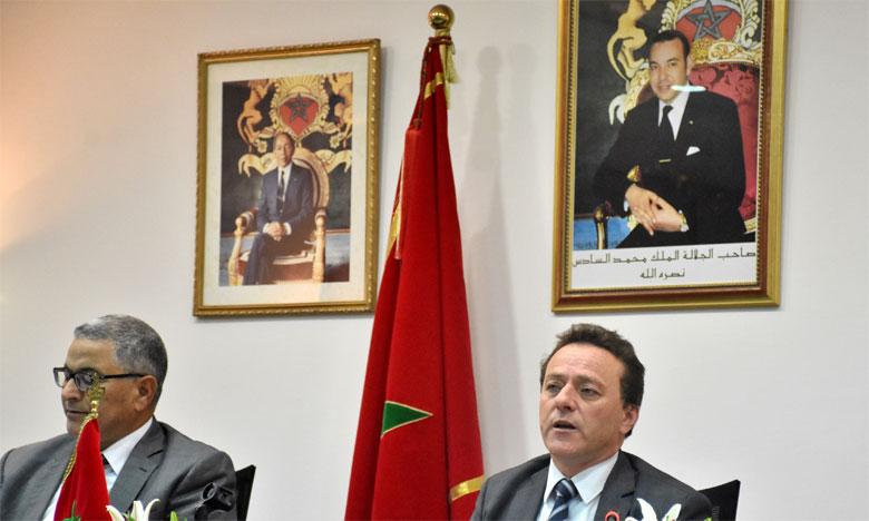 Selon Mohamed Abdeljali, président du directoire de Marsa Maroc (à droite), le groupe accomplit actuellement les différentes formalités pour sa joint-venture avec les sociétés Eurogate International GmbH et Contship Italia S.p pour l'exploitation du TC3 de  Tanger Med 2.  Ph. Seddik