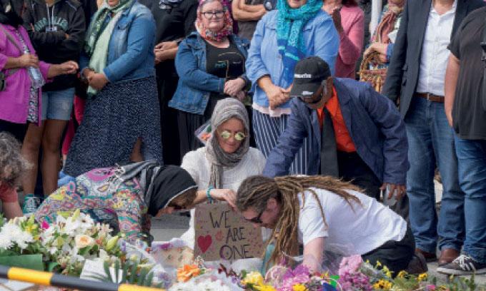 Une semaine après le massacre,  les Néozélandais rendent hommage aux victimes