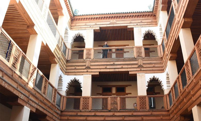 Fondouk Kettanine est un édifice remontant au 19e siècle à l'époque du Sultan My Hassan 1er. Il doit sa construction au responsable des Habous Haj Houssein Bennani.Aïssa Saouri
