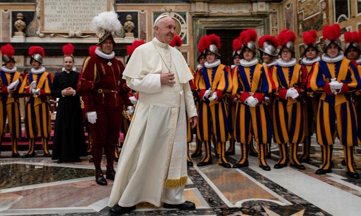 L'État de la Cité du Vatican, un pouvoir au-delà des frontières
