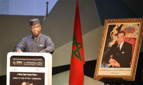 Le Chef de l'État sierra-léonais salué par le ministre chargé des Affaires africaines.Ph. Saouri