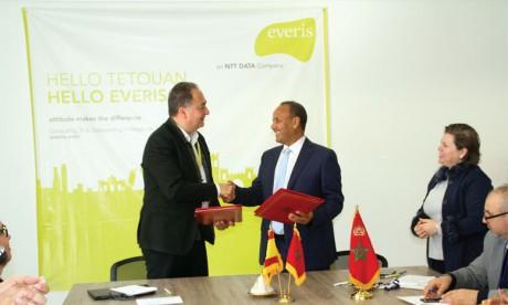 Emploi : Signature d'une convention entre  la Faculté des sciences et le holding Everis