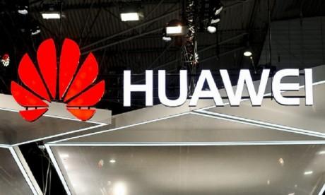 Huawei invite les médias étrangers pour lever les doutes