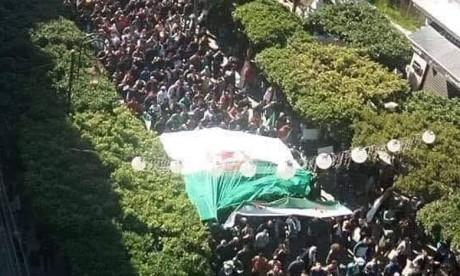 Des centaines de milliers  de manifestants contre  le cinquième mandat de Bouteflika