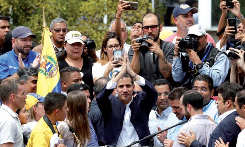 Juan Guaido rentre au pays et continue  à défier le régime de Maduro