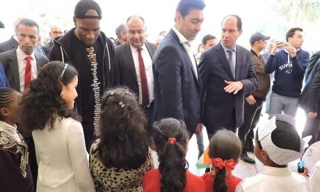 Didier Drogba à l'inauguration des nouveaux équipements de l'école Oussama Ibn Zaid