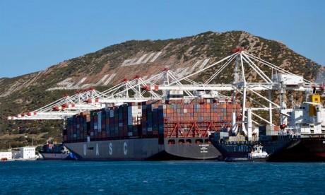 Le déficit commercial continue de s'aggraver