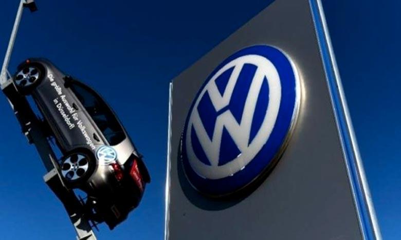 Le constructeur allemand Volkswagen a pris la décision de se tourner davantage vers l'électrique en misant sur la sortie de 70 nouveaux . Ph : AFP