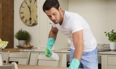 L'OIT appelle les hommes à travailler plus  à la maison