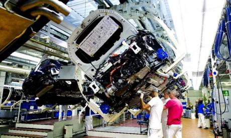 Volkswagen a annoncé le lancement de quelque 70 nouveaux modèles électriques d'ici 2028 et a prévenu que cette mutation entraînerait des suppressions de postes. Ph : DR