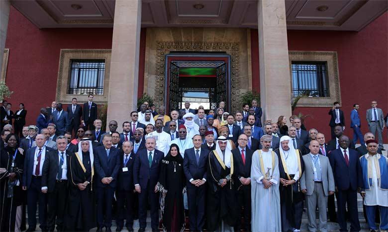 Les participants expriment leur profonde reconnaissance pour les efforts de S.M. le Roi pour la préservation du statut juridique d'Al-Qods