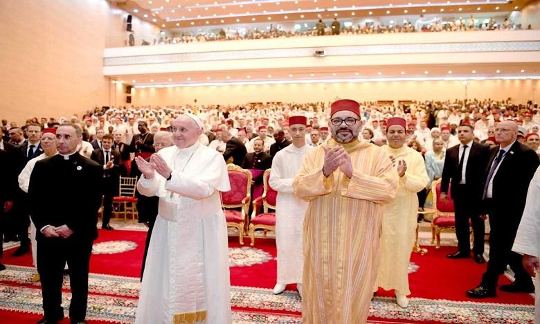 S.M. le Roi, Amir Al-Mouminine, et Sa Sainteté le Pape François visitent l'Institut Mohammed VI de formation des Imams