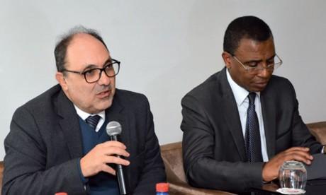 De gauche à droite, le président du Congrès, Essaïd Boujida, et le président du Conseil national de l'Ordre des notaires, Abdellatif Yagou.