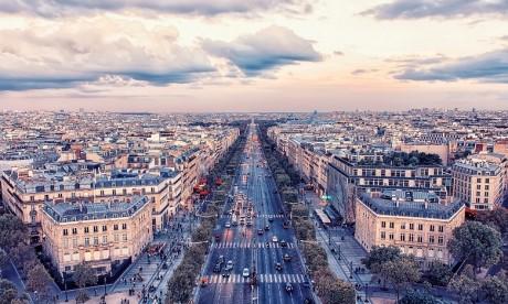"""""""Gilets jaunes"""": Paris veut """"rassurer"""" les touristes avant l'été"""