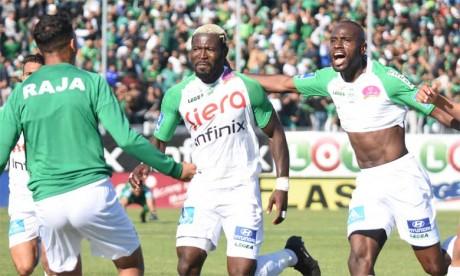 Explosion de joie des joueurs du Raja après le second but de Fabrice Ngah contre le Hassania d'Agadir. Ph. Seddik