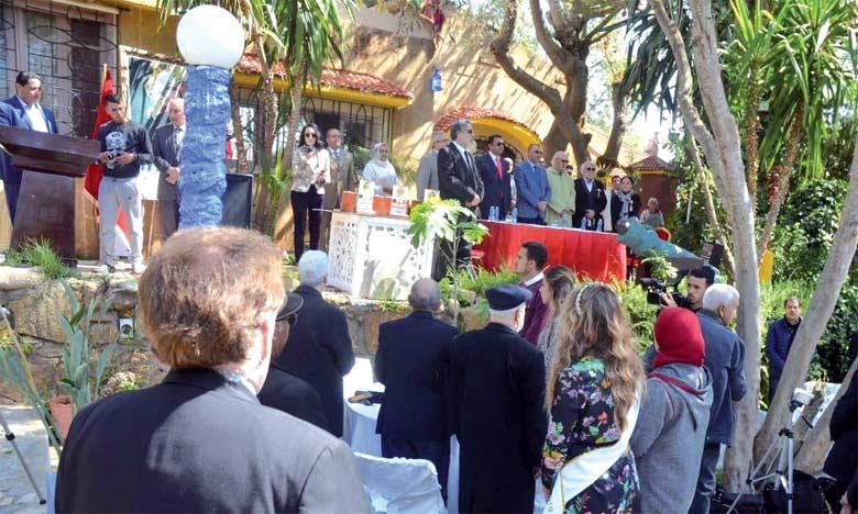 Un hommage a été rendu à deux figures emblématiques de l'art plastique marocain : l'artiste-peintre Moa Bennani et la sculptrice Ikram Kabbaj.