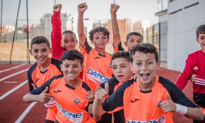 Centrale Danone s'engage à rénover des terrains de football en milieu scolaire