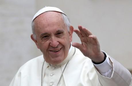 """Le pape souhaite la """"mobilisation de tous"""" pour reconstruire Notre-Dame"""