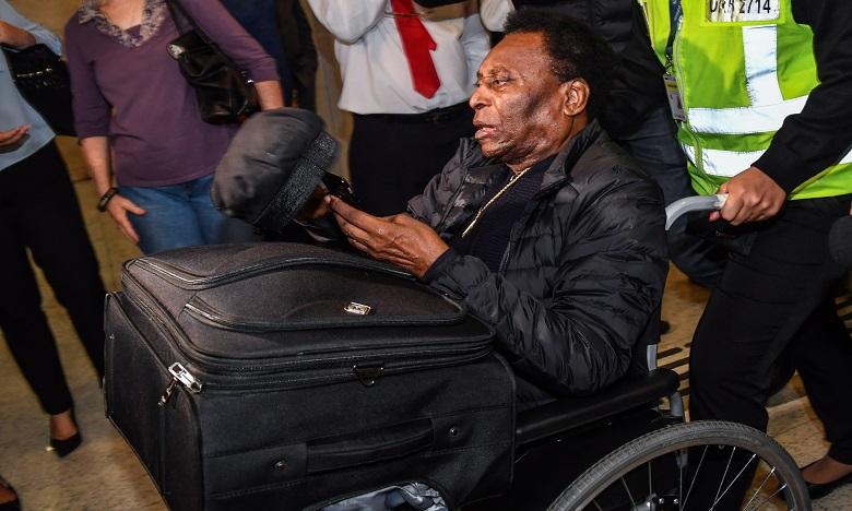 Pelé à l'hôpital pour des examens après son retour au Brésil