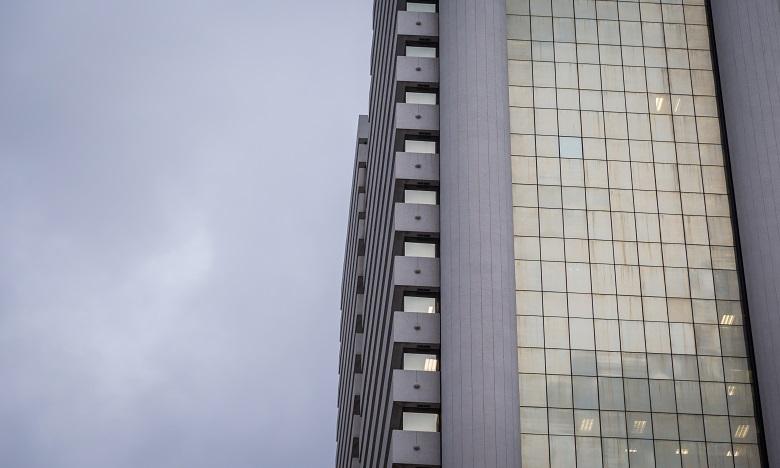 Alerte à la bombe : Évacuation d'un gratte-ciel du quartier financier de Madrid
