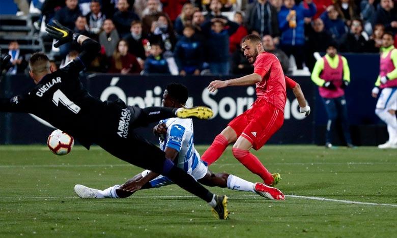 Menée à la pause sur un but de Jonathan Silva (45e), la Maison Blanche de Zinedine Zidane parvient à éviter la défaite grâce à une réalisation de l'attaquant français Karim Benzema (51e). Ph : DR