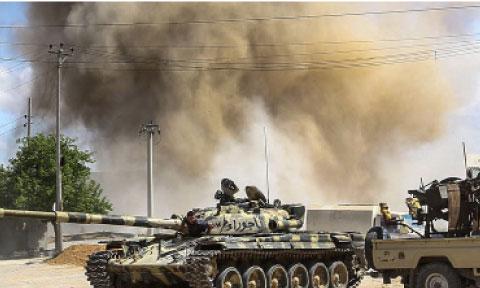 Les combats entre les forces loyales au gouvernement  et l'Armée nationale libyenne  ont fait près 230 morts
