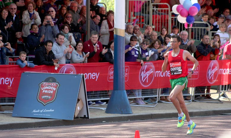 El Amine Chentouf a décroché la médaille d'or dans la catégorie T12 réservée aux non voyants, en réalisant un temps record de 2h21min23s. Ph. DR