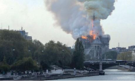 La France se mobilise pour la reconstruction  de la cathédrale Notre-Dame de Paris