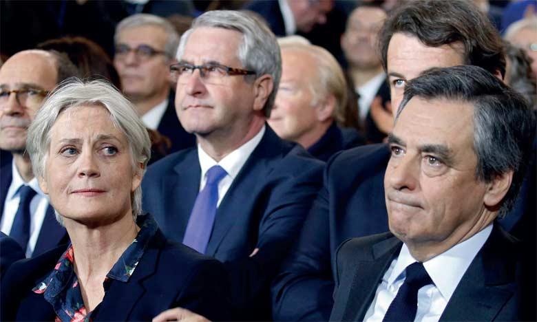 Les juges d'instruction ont ordonné un procès contre l'ex-Premier ministre français François Fillon et son épouse Penelope.                             Ph. AFP