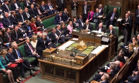 """GB: les députés votent pour un report du Brexit pour éviter un """"no deal"""""""