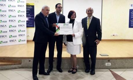 ESCA École de Management reçoit son certificat d'accréditation AACSB