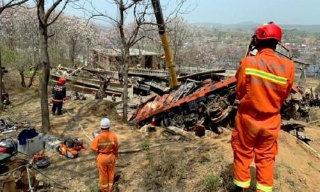 Chine: Un train déraille et défonce une maison. Six morts