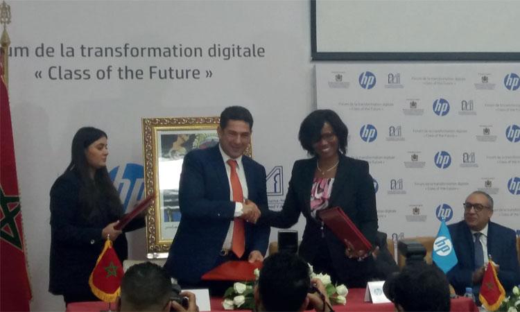 Saïd Amzazi et Élisabeth Moreno lors de la signature de la convention de partenariat pour la promotion de l'intégration  des nouvelles technologies au sein des universités.              Ph. Kartouch