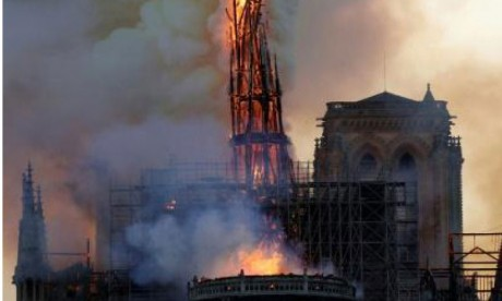 La cathédrale Notre-Dame  de Paris ravagée par un incendie