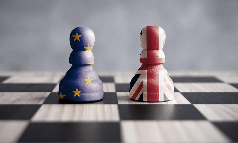 Brexit: Theresa May réclame un nouveau report