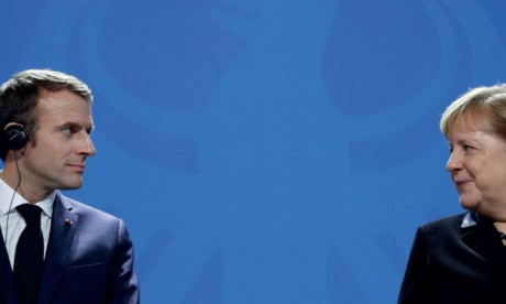 Macron et Merkel tentent une médiation