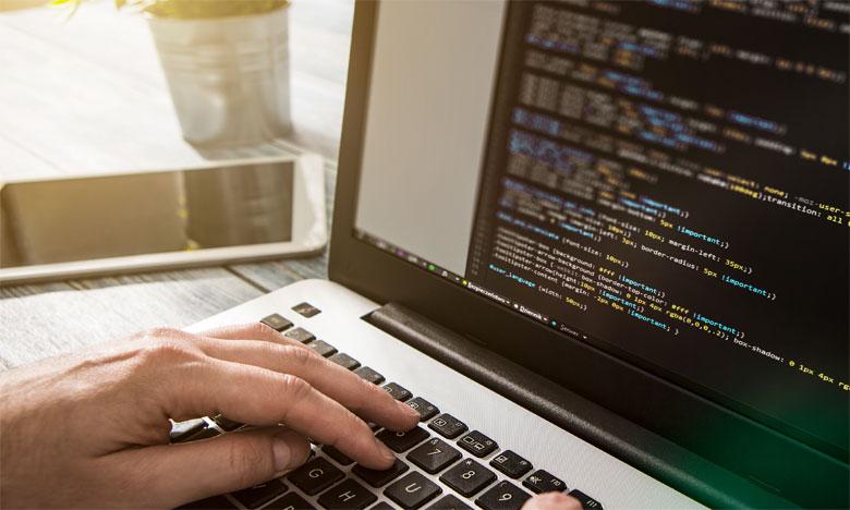 Malgré l'absence de visibilité sur l'avenir des métiers, une chose est sûre, c'est que les compétences informatiques sont devenues indispensables pour améliorer les chances d'insertion des jeunes sur le marché du travail. Ph : Shutterstock