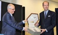 Le groupe Barid Al-Maghrib et le groupe français La Poste ont procédé, jeudi soir à Rabat, au dévoilement d'une émission commune Maroc-France de timbre-poste. Ph: MAP