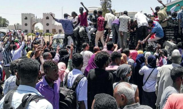 Le Président El-Béchir destitué par l'armée  qui prend le relais pour deux ans