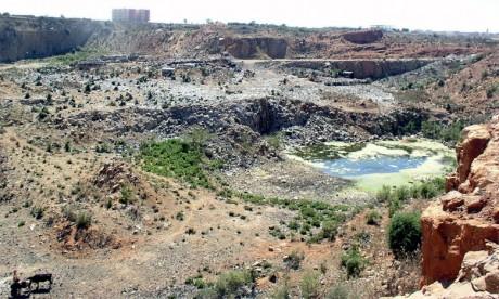 La décharge publique, qui s'étend sur une superficie de près de 60 hectares, a été opérationnelle  entre 1983 et 2006.