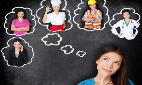 Grâce à l'orientation, un élève peut s'informer sur les différentes offres de formation qui existent, connaitre les perspectives d'évolution pour chaque formation, mais aussi se renseigner sur les exigences pour accéder à chaque établissement. Ph. Sutterstock