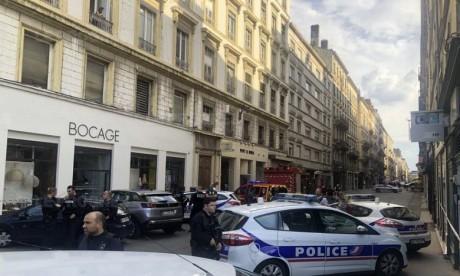 Explosion à Lyon: piste du colis piégé privilégiée, des blessés